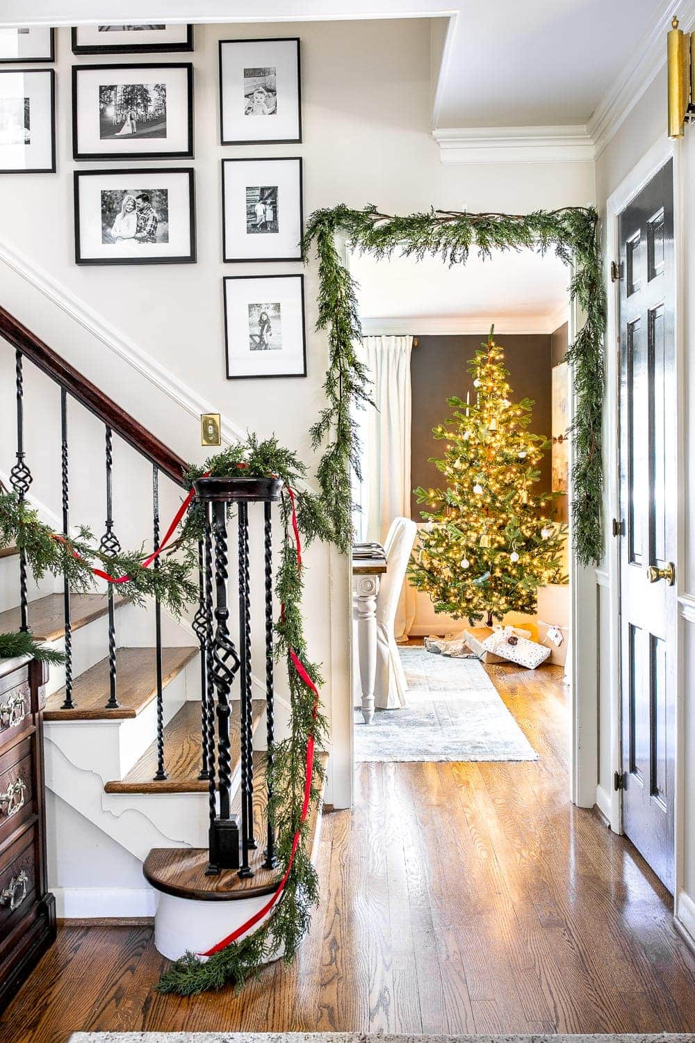Christmas decor ideas | Modern meets traditional Christmas foyer with real looking faux garland