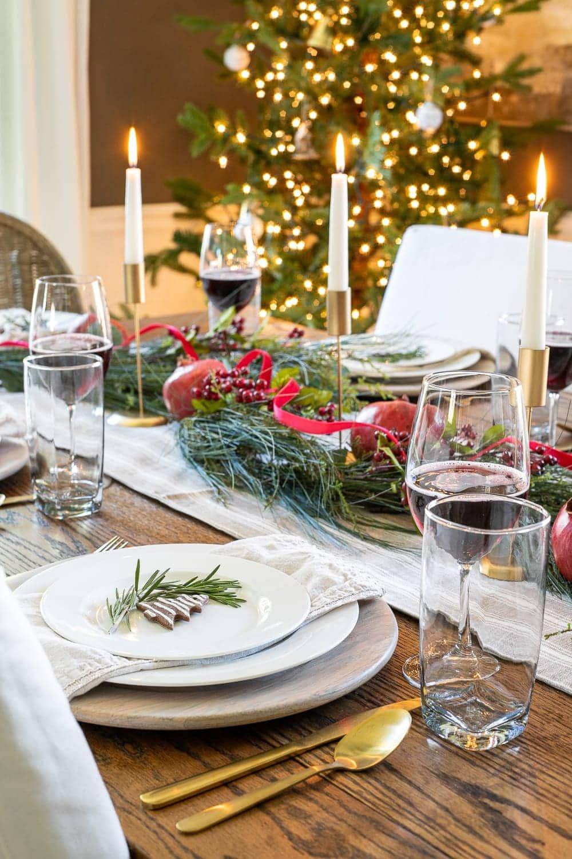 Christmas decorating ideas | Simple Christmas centerpiece