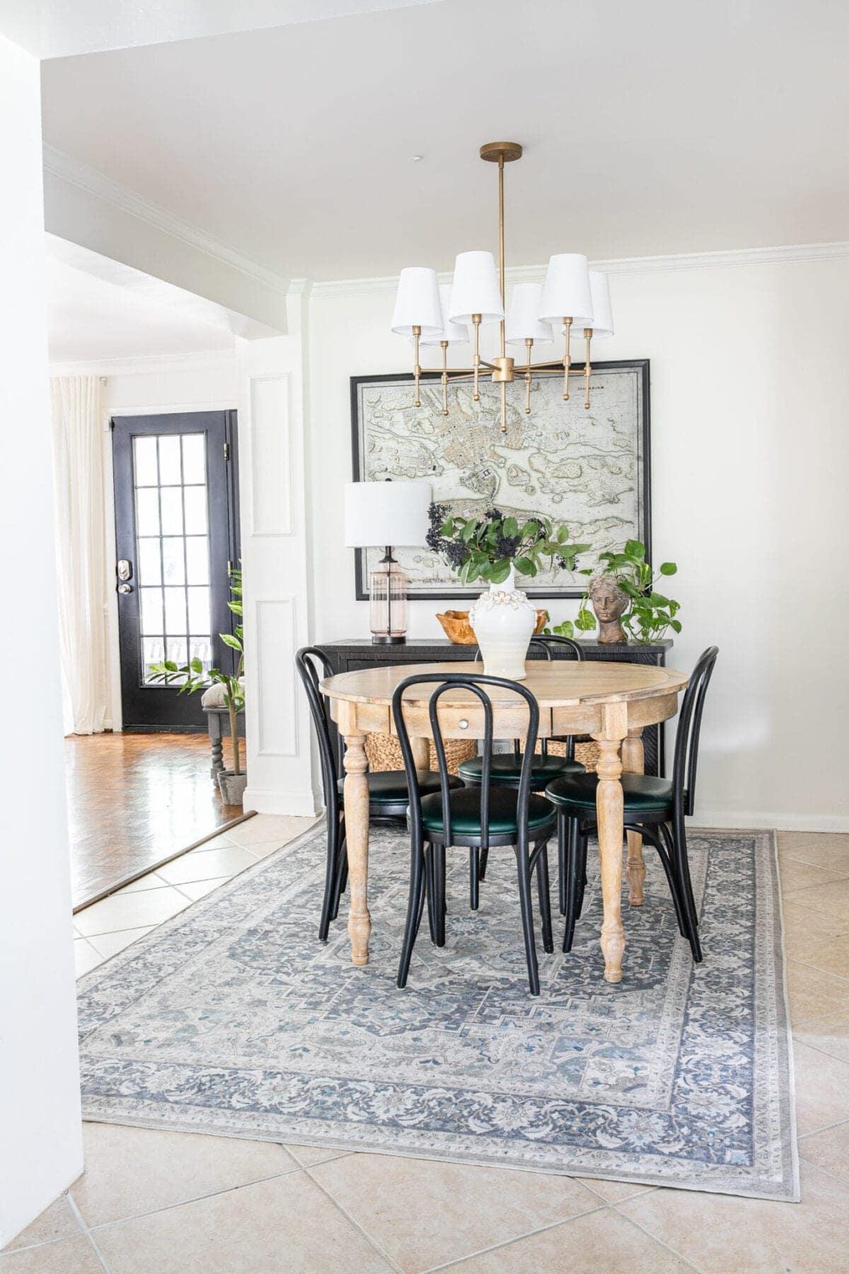Traditional modern breakfast nook dining room