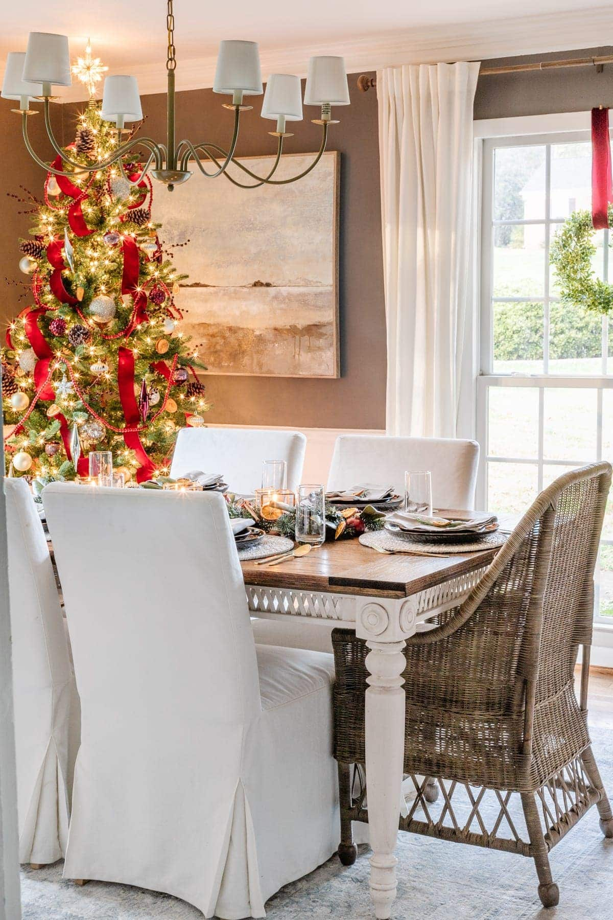 Christmas dining room with tree