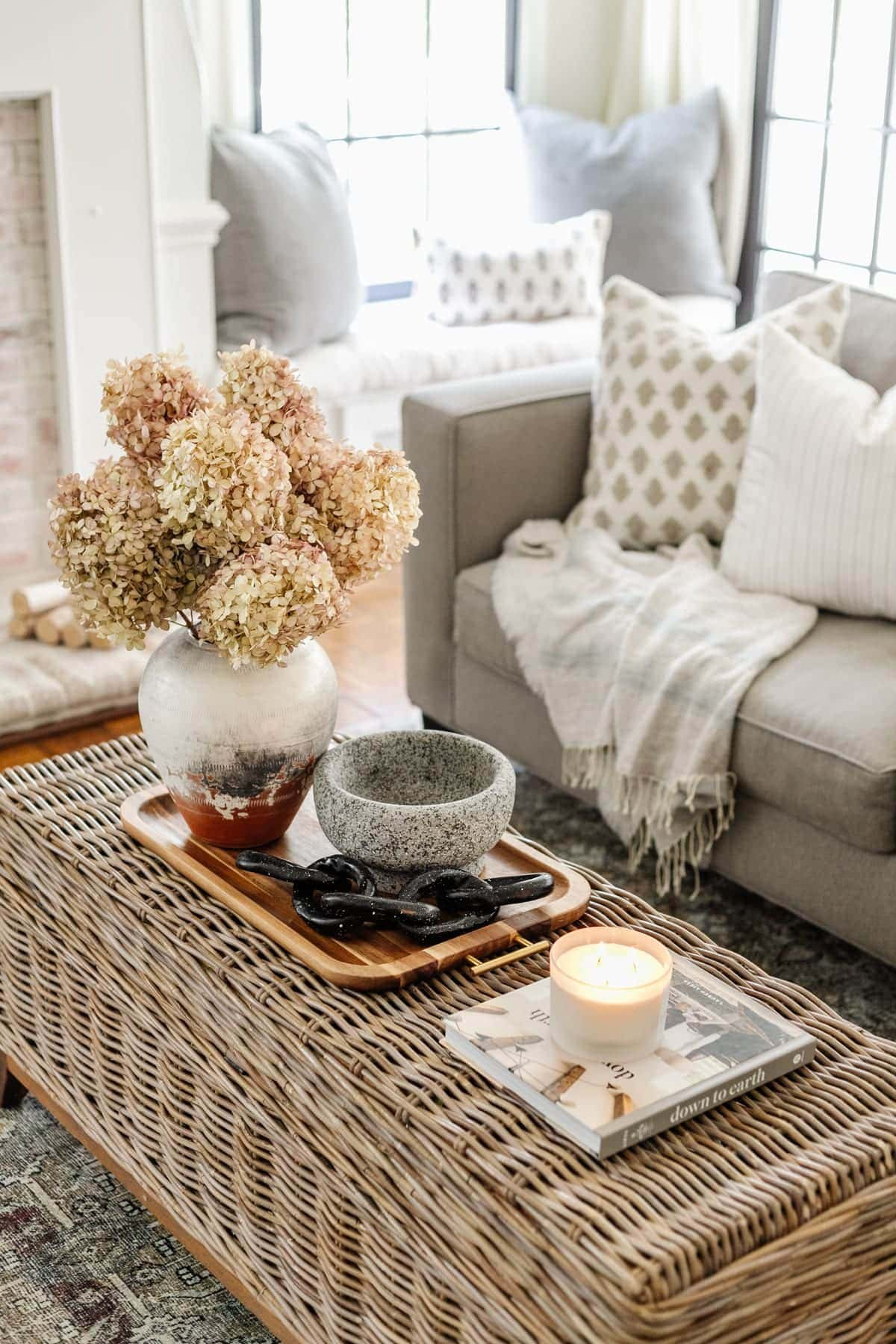 coffee table decor with dried hydrangeas and DIY decorative chain using air dry clay