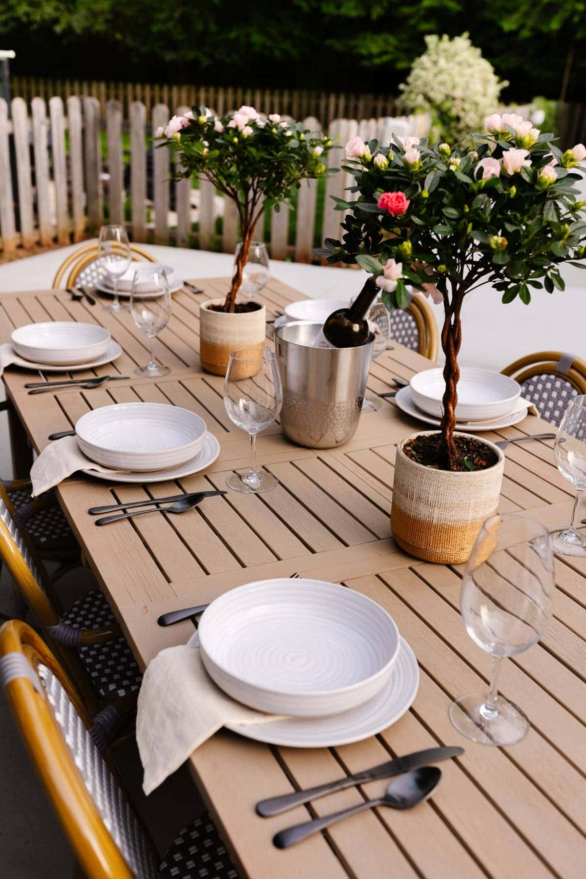 outdoor dining table decor