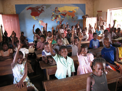 School in Madagascar with children of weavers raising their hands.