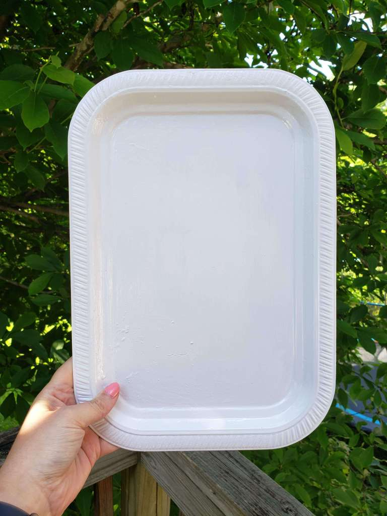 Farmhouse style diy Step 1 - Paint the tray white