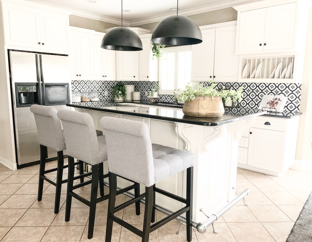 kitchen island with 2 black pendant lights