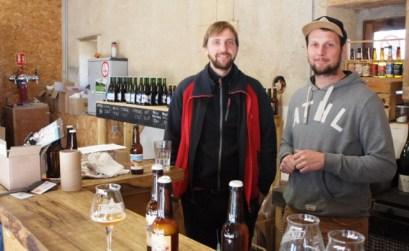 Julien Gondard et Guillaume David, les deux brasseurs proposent des bières bio aux saveurs originales