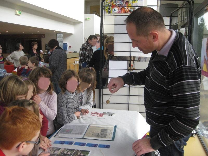 Atelier de sourcier pour la journée des droits de l'enfant, animé par l'expert sourcier Philippe Wojtowicz