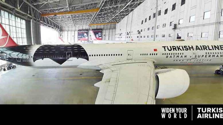 Batman fliegt nach Berlin-Tegel – natürlich mit Turkish Airlines
