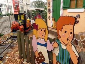 Die Eisenbahn durch den Märchernwald kam beiden  Kindern gut an. (Foto. oe)