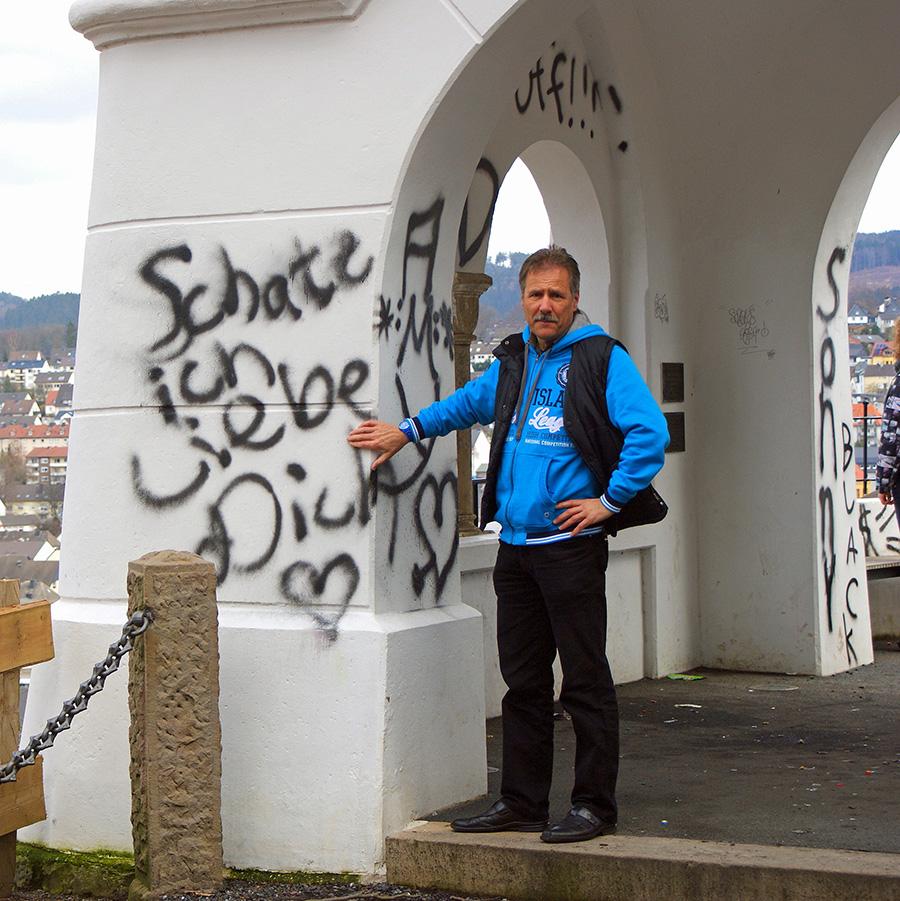 Wieder Vandalismus am Ehmsendenkmal