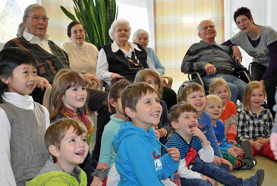 Begegnung der Generationen im St. Johannes-Pflegezentrum
