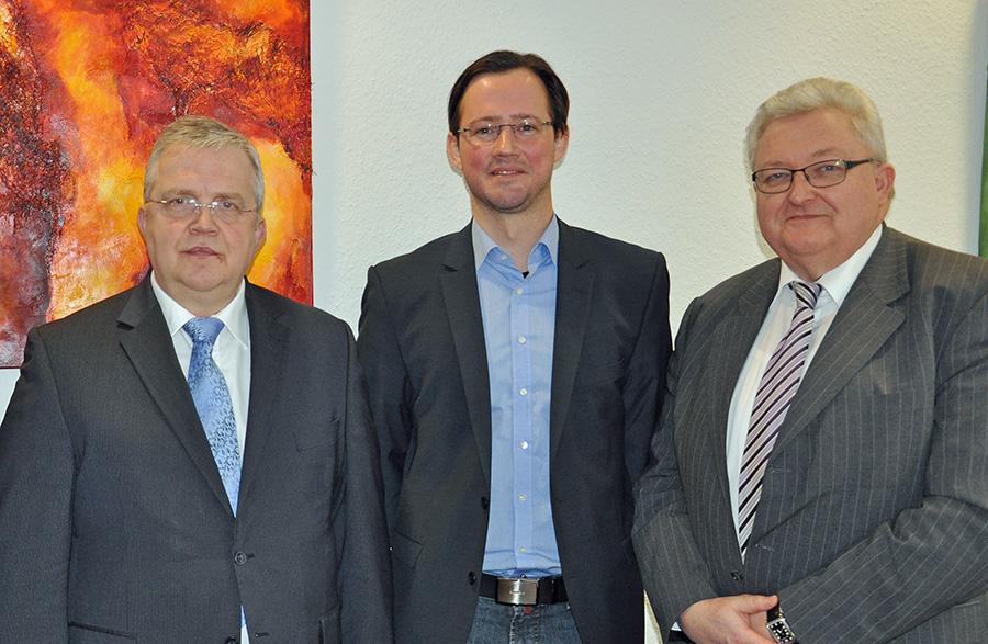 Besuch im Klinikum: von links nach rechts Werner Kemper, Sprecher der Geschäftsführung Klinikum Arns berg, Dirk Wiese MdB, Volker Koch, Geschäftsführer Klinikum Arnsberg. (Foto: Klinikum Arnsberg)