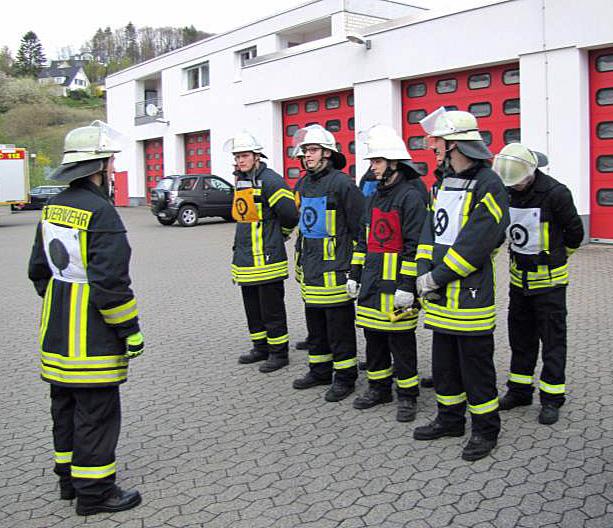 """26 Feuerwehr -""""Azubis"""" in Sundern erfolgreich"""