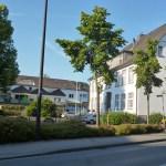 Franz-Josef-Tigges-Platz und Alte Johannesschule: Sunderns Politiker haben signalisiert, dass sie sich hier eine Einzelhandelsentwicklung vorstellen können. Aber nur, wenn sie das Konzept überzeugt und auch die Bürger Ja sagen. (Foto: oe)