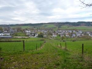 Blick über Hellefeld auf die Hellefelder Höhe. (Foto: oe)