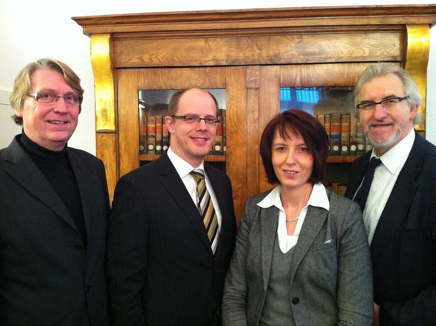 Die beiden frisch ernannten Vorsitzenden Richter Silke Markmann und Markus Jäger Mit Landgerichtspräsident Peter Clemen (r.) und Vizepräsident Ulrich Sachse (l.). (Foto: Landgericht)
