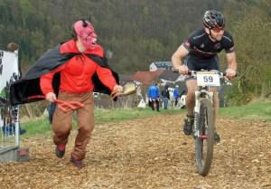 Beim Bergsprint in hagen machte der Teufel den fahrern beine. (Foto: Megasports