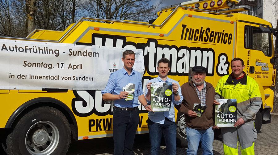 Stellten das Programm des Autofrühlings vor: Jeroen Tepas (Stadtmarketing), Holger Hartmann (Systemhaus Hartmann), Franz Kaiser (Museumsverein Sundern), Christian Wortmann (Autodienst Wortmann). (Foto: Stadtmarketing)