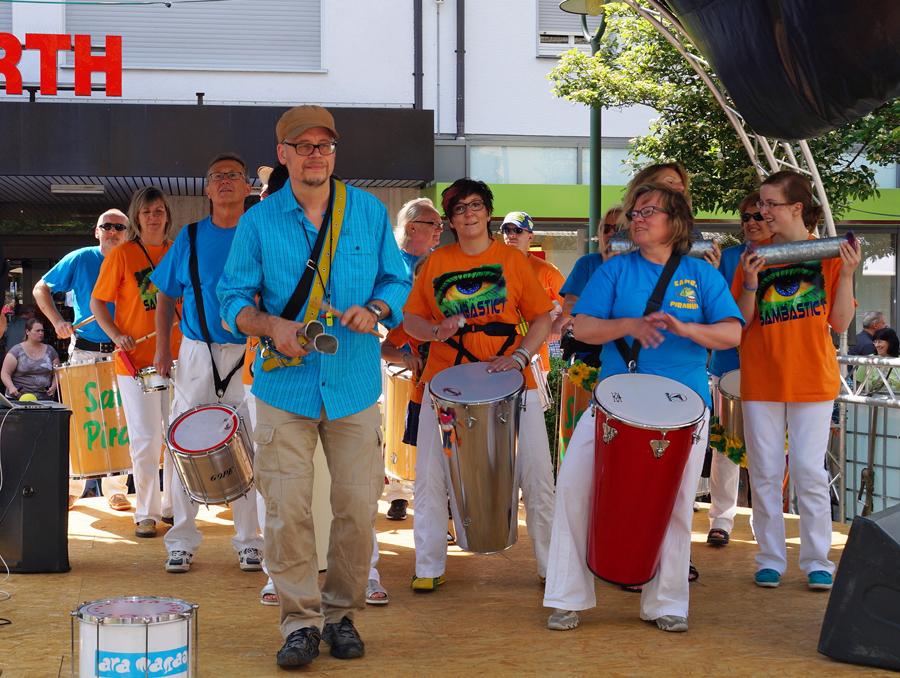 Auch ein Trommel-Workshop zum Mitmachen gehört wieder zum Programm des Sommerfests in der Sunderner Fußgängerzone. (Foto: Stadtmarketing)