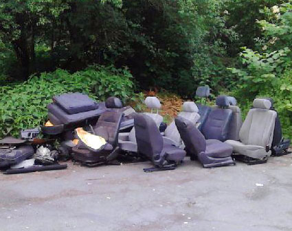 Wilde Müllkippe am Straßenrand