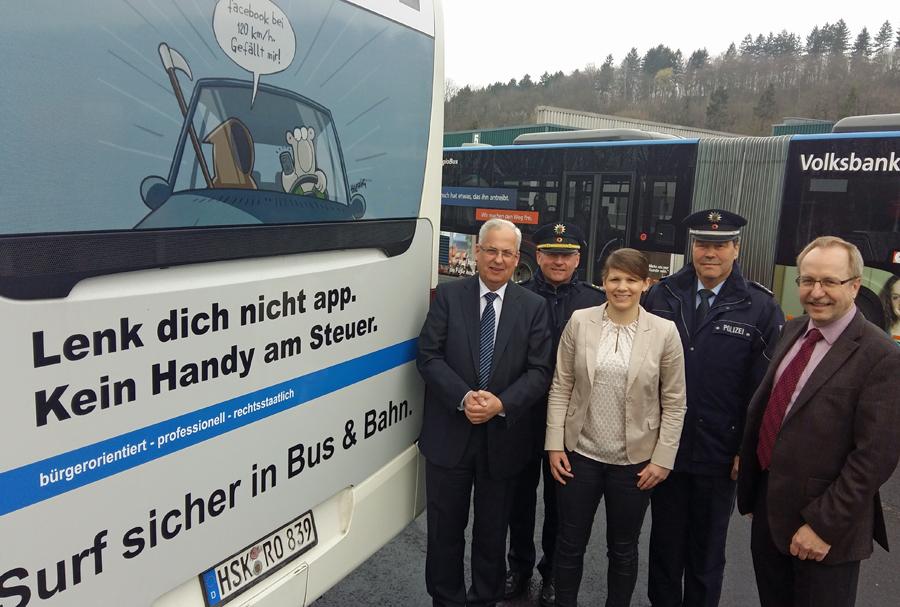 Kein Handy am Steuer – RLG-Bus warnt vor Leichtsinn