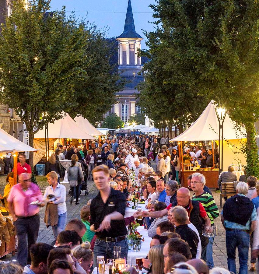 Fünftes Altstadt-Dinner: Esskultur wird mit Feuerwerk gekrönt