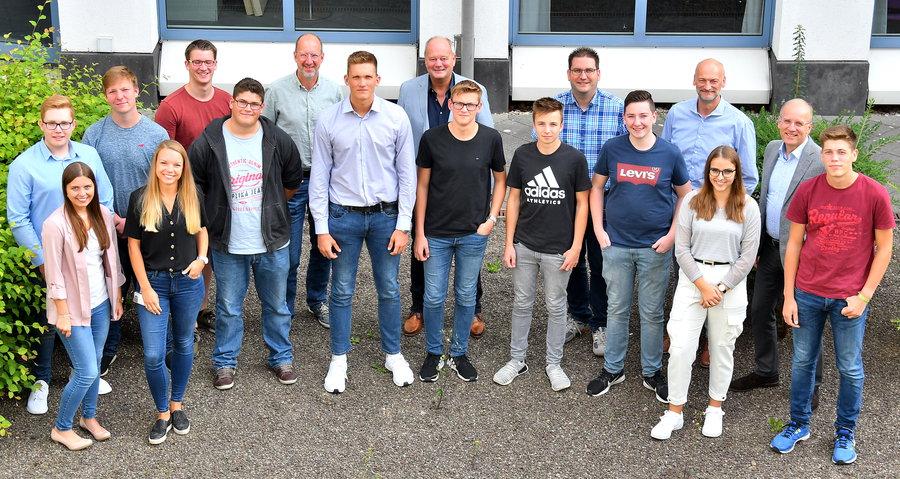 Zehn junge Menschen starten Ausbildung bei Westnetz