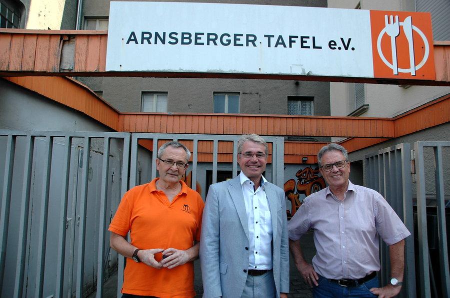 MdB Carlo Cronenberg besucht Arnsberger Tafel