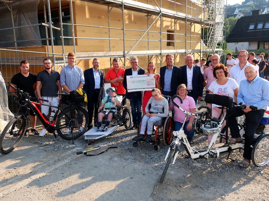 Hubertus-Schützen spenden für Spezialfahrräder