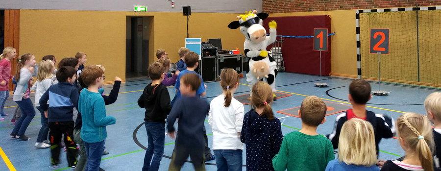 Milchkuh Lotte als Sportlehrer