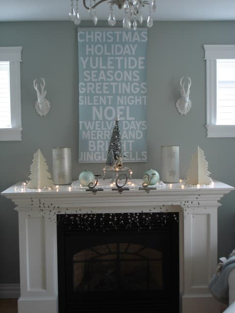 Holiday Mantle via Houzz user Restyled Home