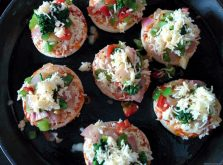 Mini Pizza with Broccoli topping