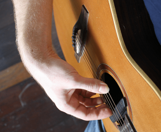 thumb behind the fingers how not to pluck the strings acoustic guitar lesson fingerstyle. Black Bedroom Furniture Sets. Home Design Ideas