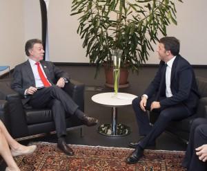 Guarda la versione ingrandita di Il presidente della Colombia Juan Manuel Santos a Milano con Matteo Renzi (Ansa)