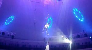 YOUTUBE Acrobata del circo precipita per 9 metri durante una esibizione