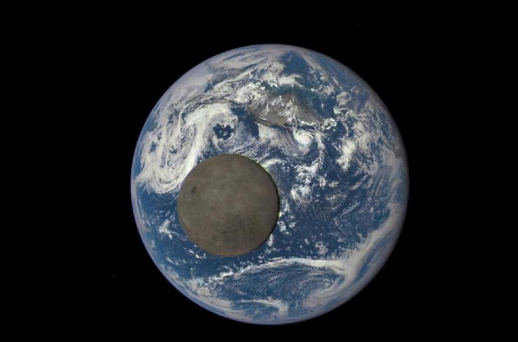 Terra e Luna viste dallo spazio