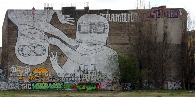 Graffiti Blu Cuvrystr 50, Cuvrybrache, Berlin Kreuzberg, OTFW wikicommons, 2 April 2012