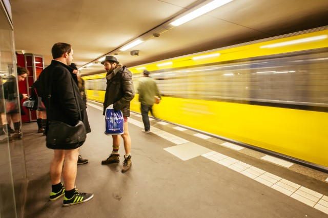 no_pants_subway_ride_11-1-15_UBerlin_Johannes_Räbel_für_Bln-FM_0003