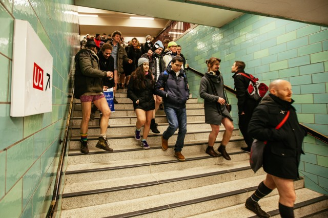 no_pants_subway_ride_11-1-15_UBerlin_Johannes_Räbel_für_Bln-FM_0012