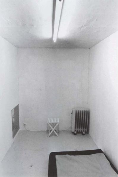 Gregor Schneider - Ga�stezimmer - u r 12 Haus Rheydt 1995 - Kunsthalle Bern 1996