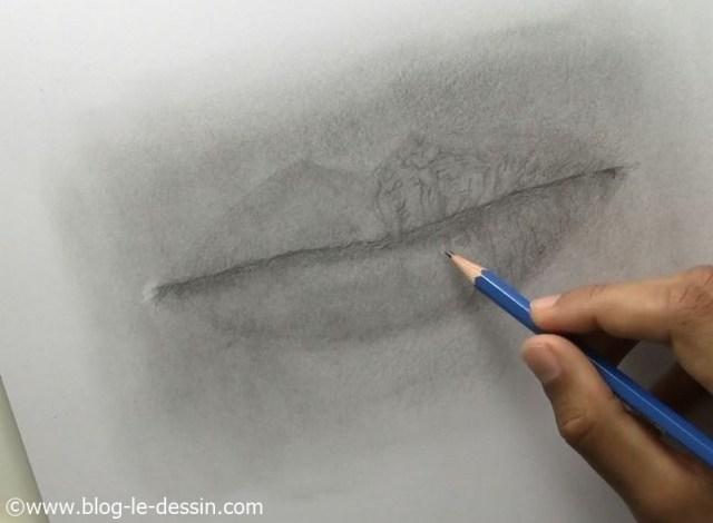 Détaillez autant que possible les plis sur la bouche lorsque vous faite le dessin.