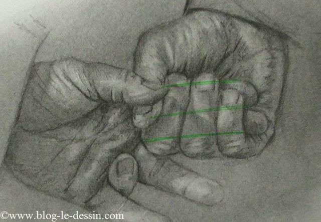 Une planche avec les lignes d'ébauche des doigts cachés dans une main.