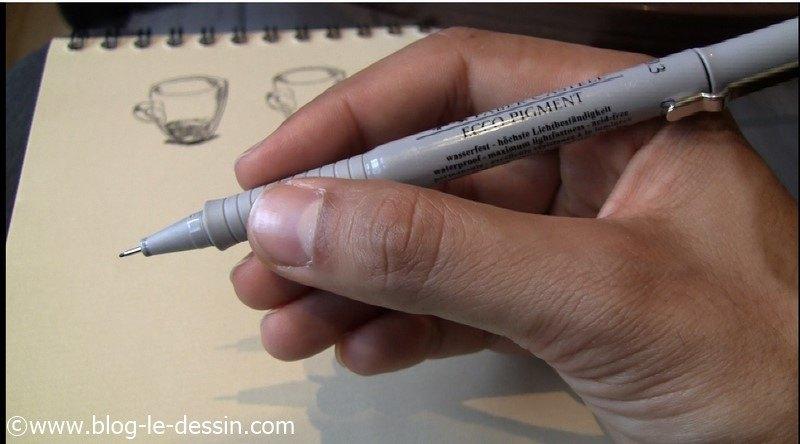 Illustration du feutre en position ecriture pour la phase esquisse