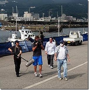 Photo de Mark J. Palmer - Ric & l'équipe de tournage Itou 9-09_1