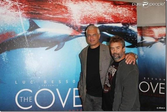 Louie Psihoyos et Luc Besson à l'avant-première de The Cove (La baie de la honte), le 21 septembre 2009. Source : www.purepeople.com. Photo : Abaca