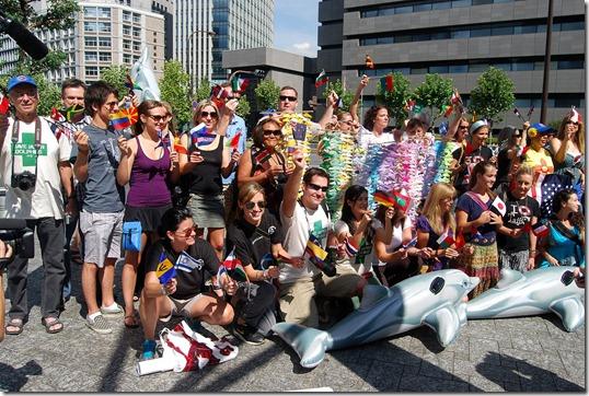 Les volontaires contre les massacres de dauphins devant l'ambassade américaine à Tokyo - Photo : SaveJapanDolphins.org