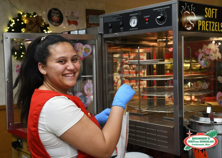 Meet Alyssa from Bronner's Snack area team, Season's EATings as she bags a breadstick for a guest