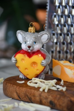 Mouse With Heart Shaped Cheese Ornament (1219947)