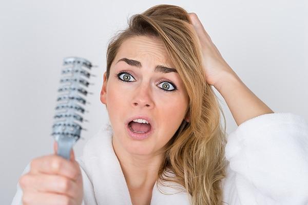 Kako se riješiti problema opadanja kose