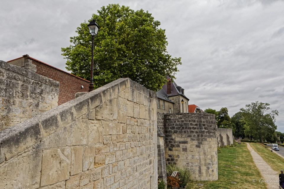 Remparts du Midi de Laon depuis la Promenade de la Couloire